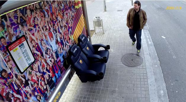 bus stop fc barcelona caméra caché