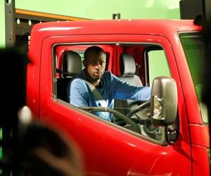 """Nissan et Yaya Touré inventent le """"Truckerball"""""""