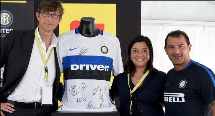 Inter Milan driver sponsor maillot extérieur