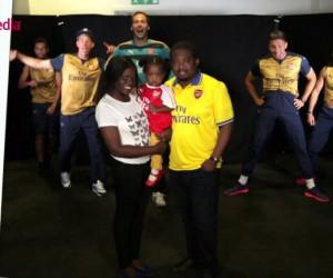 Les joueurs d'Arsenal «photobombent» des Fans lors d'une séance photos
