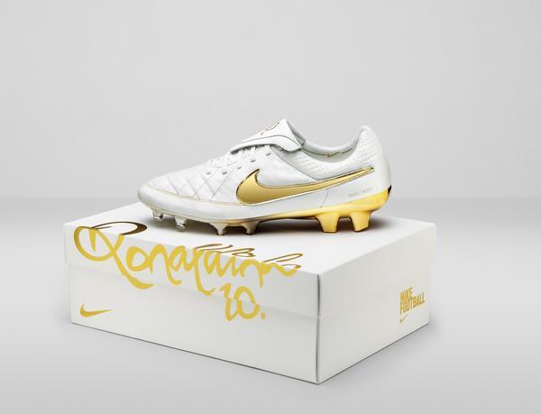 Nike célèbre les dix ans de la 1ère vidéo à 1M de vues sur