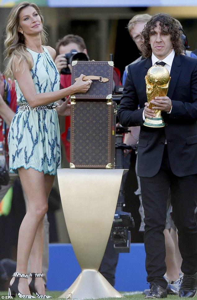 Gisele Bundchen fifa wolrd cup trophy