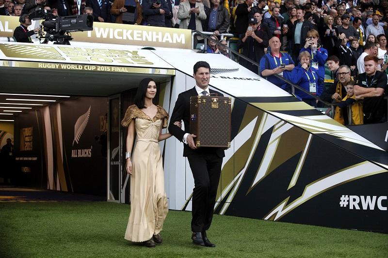 John Eales Tao Okamoto malle trophée Louis Vuitton  Webb Ellis Cup