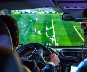 Nissan innove avec «Project Controller», le dispositif permettant de jouer à PES 2016 sur Playstation au volant d'un Qashqai