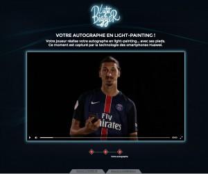 «Light Bigger» – Quand les joueurs du PSG signent des autographes avec les pieds pour Huawei