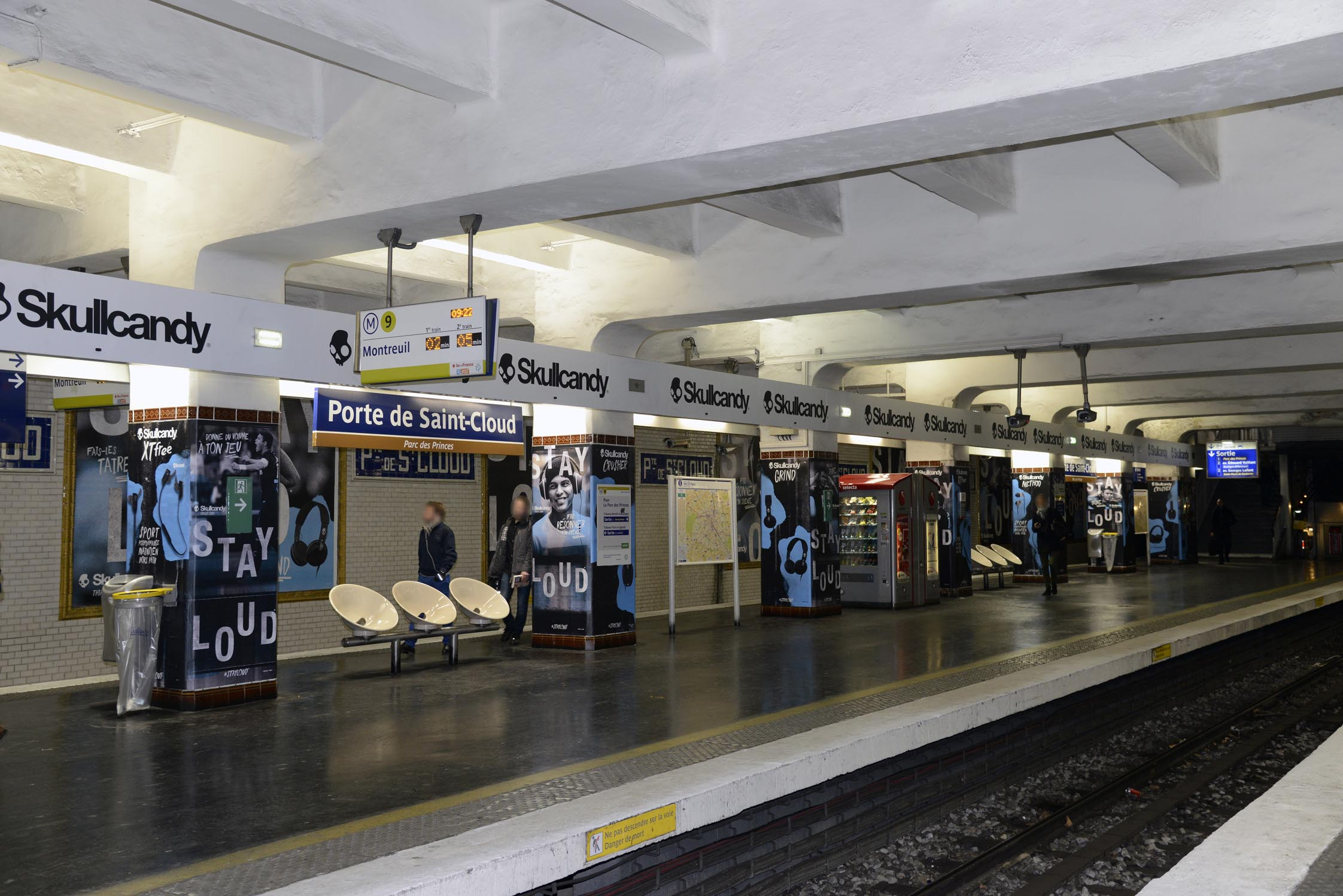 Skullcandy et thiago silva squattent la station de m tro porte de saint cloud - Stade francais porte de saint cloud ...