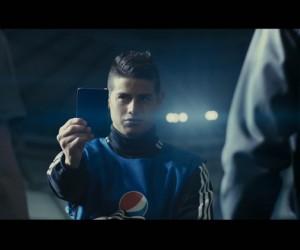 Pepsi MAX dévoile sa nouvelle publicité «Carton Bleu» avec S.Agüero, J.Rodríguez, V.Kompany, A.Sánchez et D.de Gea