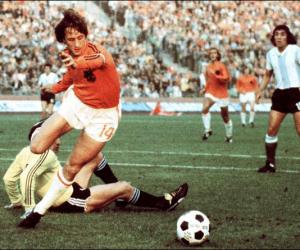 Quand Johan Cruyff a fait retirer une bande adidas sur son maillot des Pays-Bas lors de la Coupe du Monde 1974