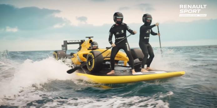 formule 1 renault lance sa saison avec une mise en sc ne sea surf and sun. Black Bedroom Furniture Sets. Home Design Ideas