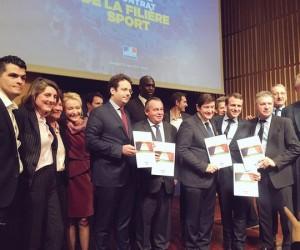 Emmanuel Macron, Patrick Kanner et Matthias Fekl signent le contrat de la filière sport