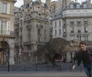 Une course poursuite entre Roger Federer et un dinosaure dans les rues de Paris (Publicité Sunrise)