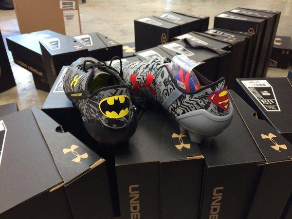 Dévoilent Dogg Une Snoop Football Chaussures De Adidas Et Paire awxtT1I