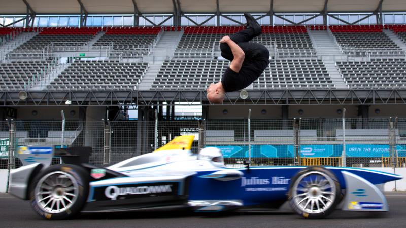 formula E salto arrière stunt Damien Walters ground breaking