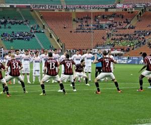 Quand des faux joueurs de l'AC Milan exécutent un Haka sur la pelouse de San Siro pour NIVEA MEN