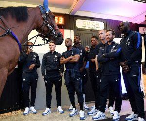 Le PMU invite les Bleus à Vincennes et dévoile sa nouvelle pub TV «The Footballers» pour l'Euro 2016