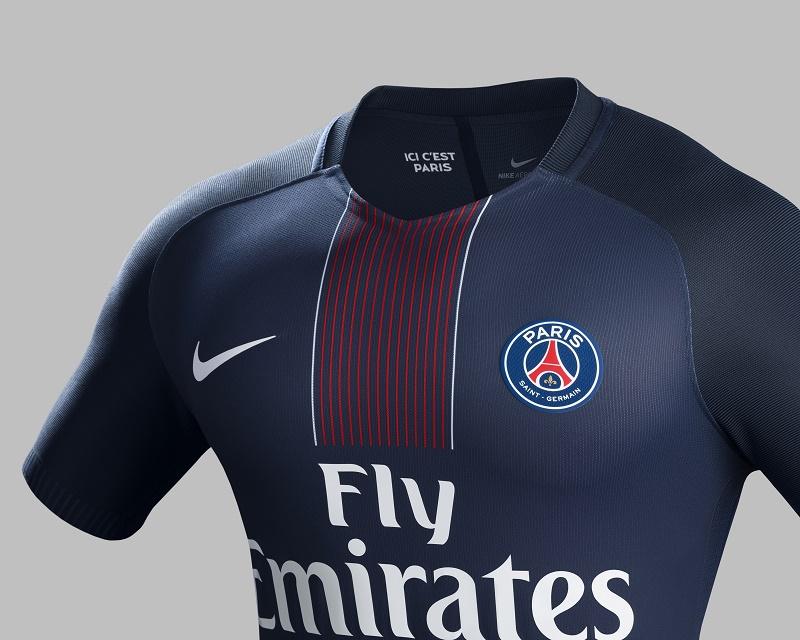 le nouveau maillot domicile 2016 2017 du paris saint germain nike football. Black Bedroom Furniture Sets. Home Design Ideas