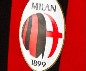 Non, l'AC Milan ne changera pas de logo (pour le moment)