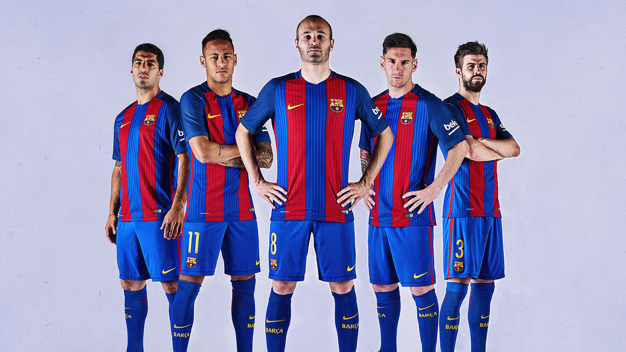 le fc barcelone pr sente son nouveau maillot domicile 2016 2017 nike sans sponsor pour le. Black Bedroom Furniture Sets. Home Design Ideas