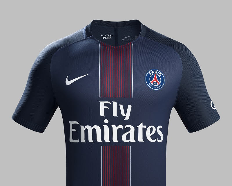 le nouveau maillot domicile 2016 2017 du paris saint germain nike football. Black Bedroom Furniture Sets. Home Design Ideas