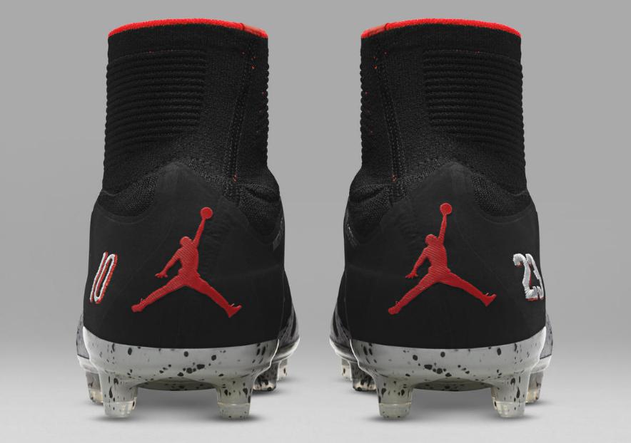 mode vaste gamme de les ventes en gros Nike sort la première chaussure de football floquée du logo ...