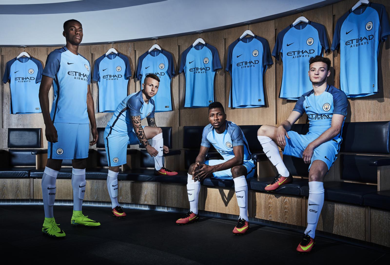 trampki miło tanio szczegóły dla Under Armour nouvel équipementier de Manchester City ...