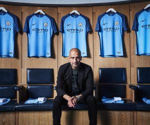 Nouveau Maillot domicile de Manchester City arborant le nouveau logo du club