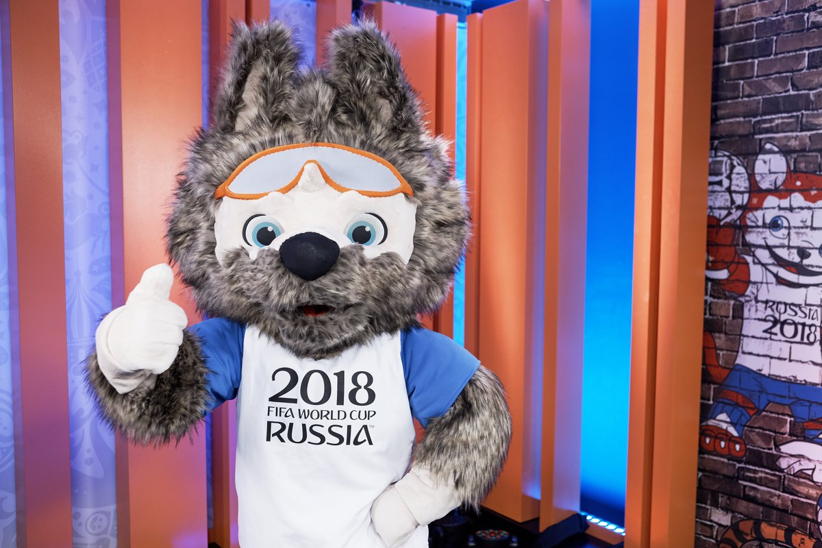 Le loup zabivaka lu mascotte de la coupe du monde de - Prochaine coupe du monde de foot 2018 ...