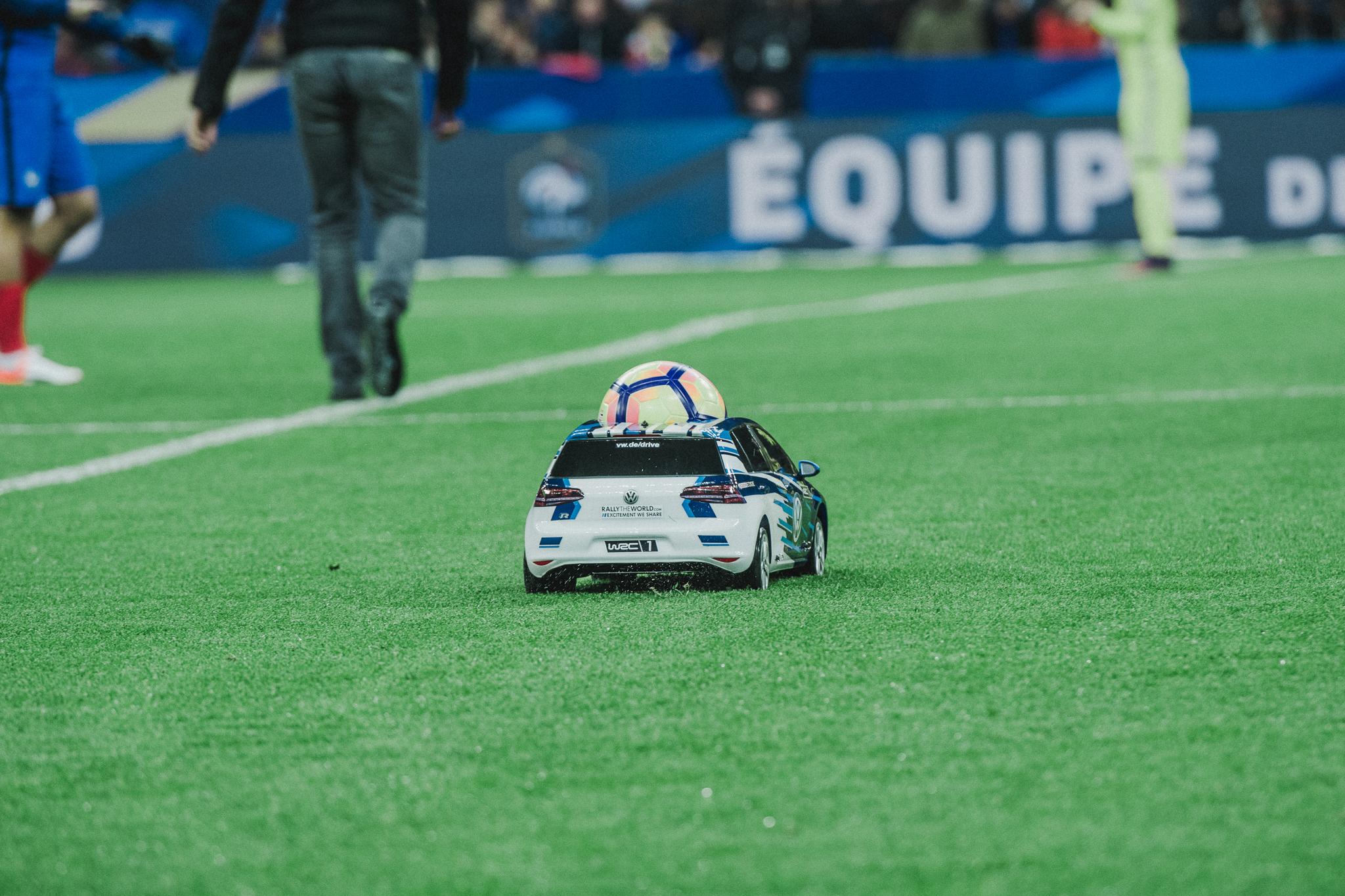 volkswagen-voiture-france-suede-football-ballon-du-match