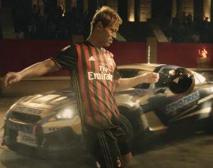 Du foot et des drifts dans la nouvelle publicité Toyo Tires avec l'AC Milan