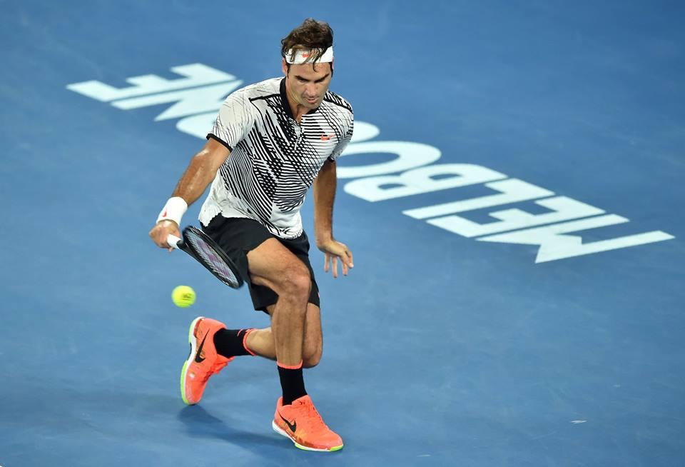 Open d'Australie 2017 Le polo noir et blanc Nike de Federer en
