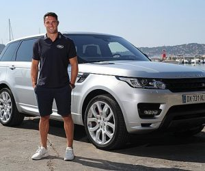 Land Roverstoppe son contrat sponsoring avec Dan Carter suite à son contrôle en état d'ivresse au volant