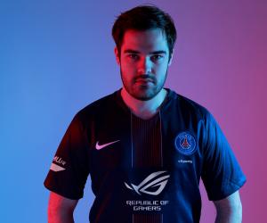 ASUS Republic of Gamers premier sponsor maillot face du PSG eSports