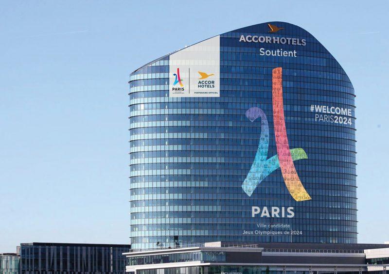 Paris 2024 Accorhotels Affiche Son Soutien En Grand Sur La Tour