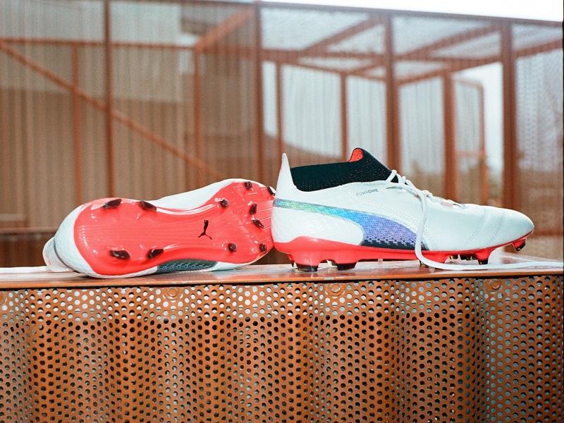 Chaussures Football Nouveau Puma Un De Modèle Avec Lance La m80vnwNO