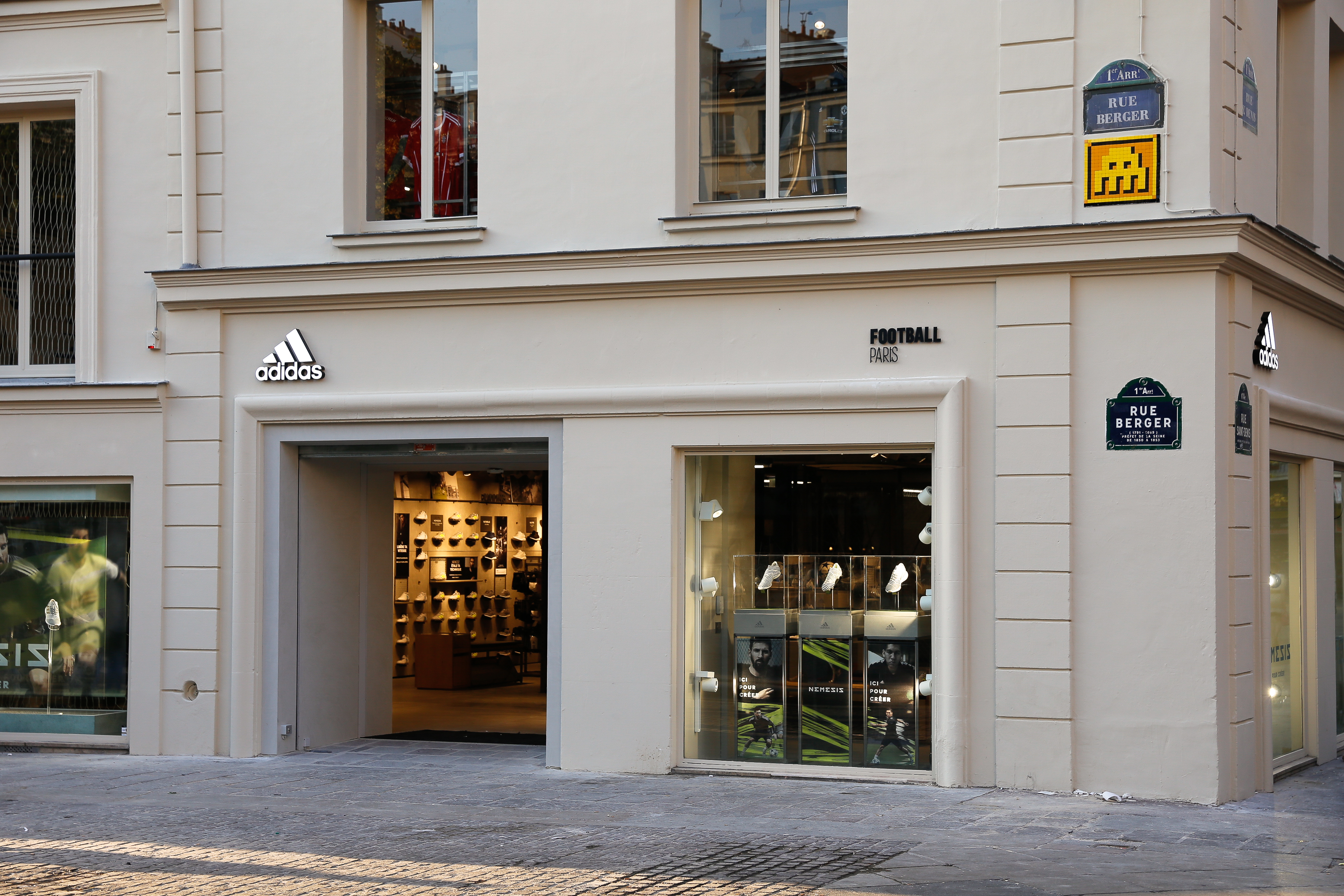 95b70d52b5 L'adresse exacte de ce nouvel adidas Football Store ouvert depuis vendredi  dernier est 4, rue Berger – 75001 PARIS.