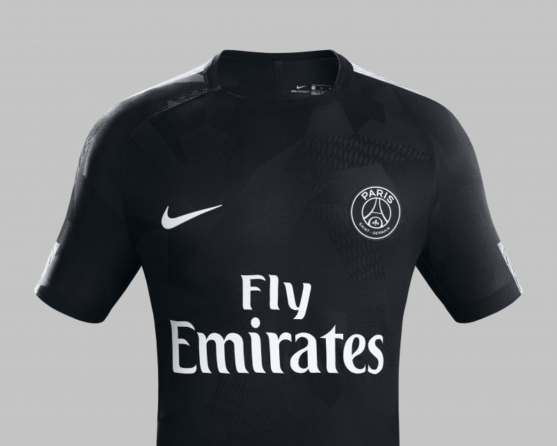 nike et le psg d voilent le maillot third noir 2017 2018. Black Bedroom Furniture Sets. Home Design Ideas