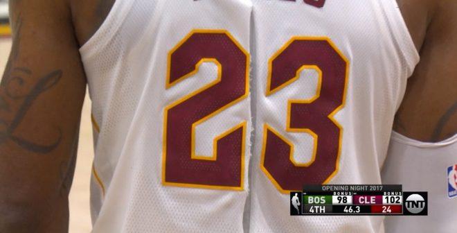 Nike débute la saison NBA avec un maillot déchiré (et celui de LeBron James)