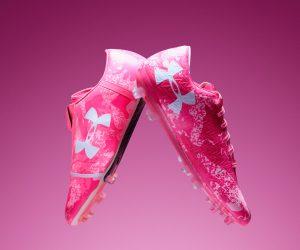 Under Armour sort deux paires roses pour soutenir financièrement la lutte contre le cancer du sein