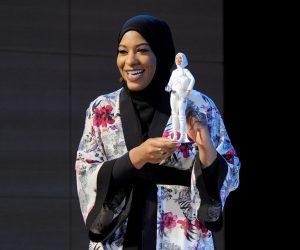 Mattel dévoile sa première Barbie arborant un hijab à l'effigie de l'escrimeuse américaine Ibtihaj Muhammad
