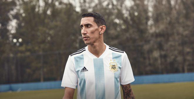 Le match des équipementiers pour la Coupe du Monde de football 2018 autour des 32 équipes