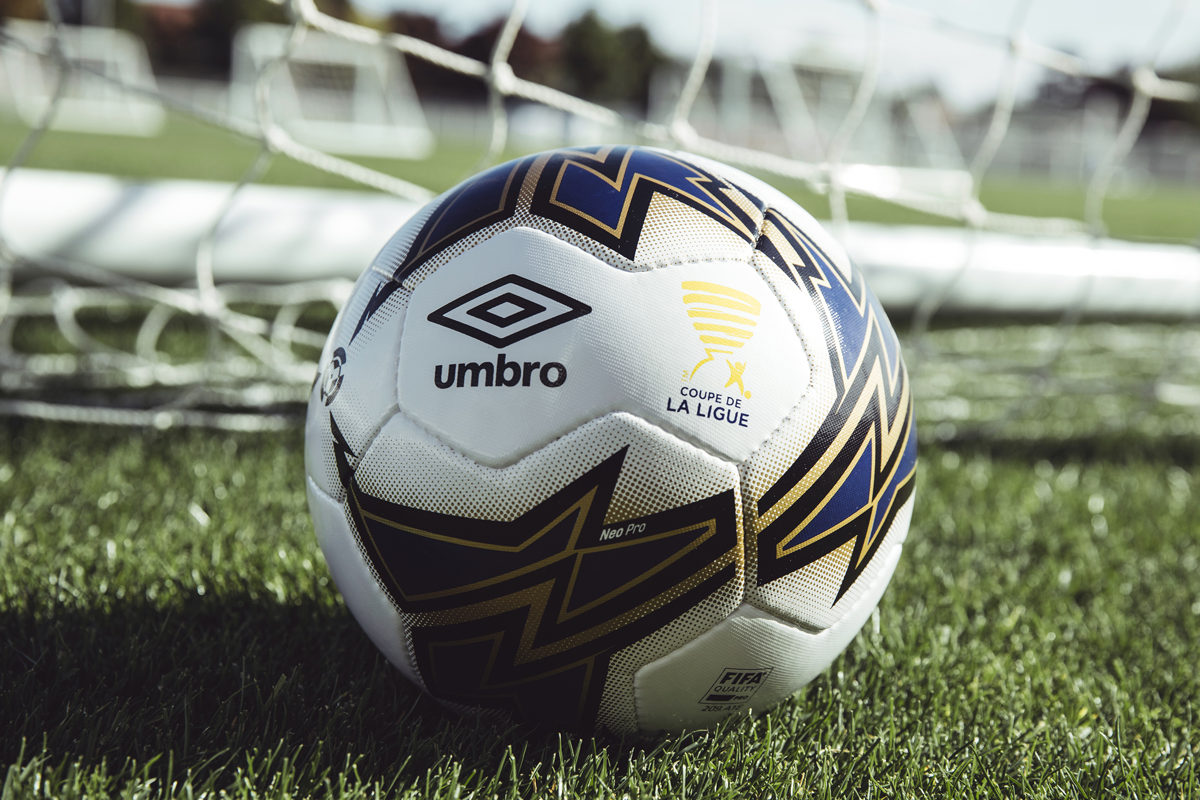 Umbro d voile le ballon officiel de la coupe de la ligue - Billetterie finale coupe de la ligue ...