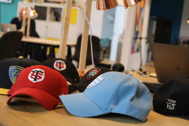 shopping 39 47 lance une collection de casquettes aux couleurs des clubs du top 14. Black Bedroom Furniture Sets. Home Design Ideas
