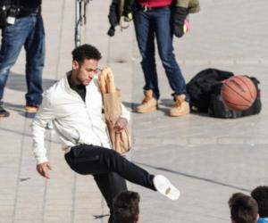 Neymar «baquette de pain sous le bras» pour une publicité Honda