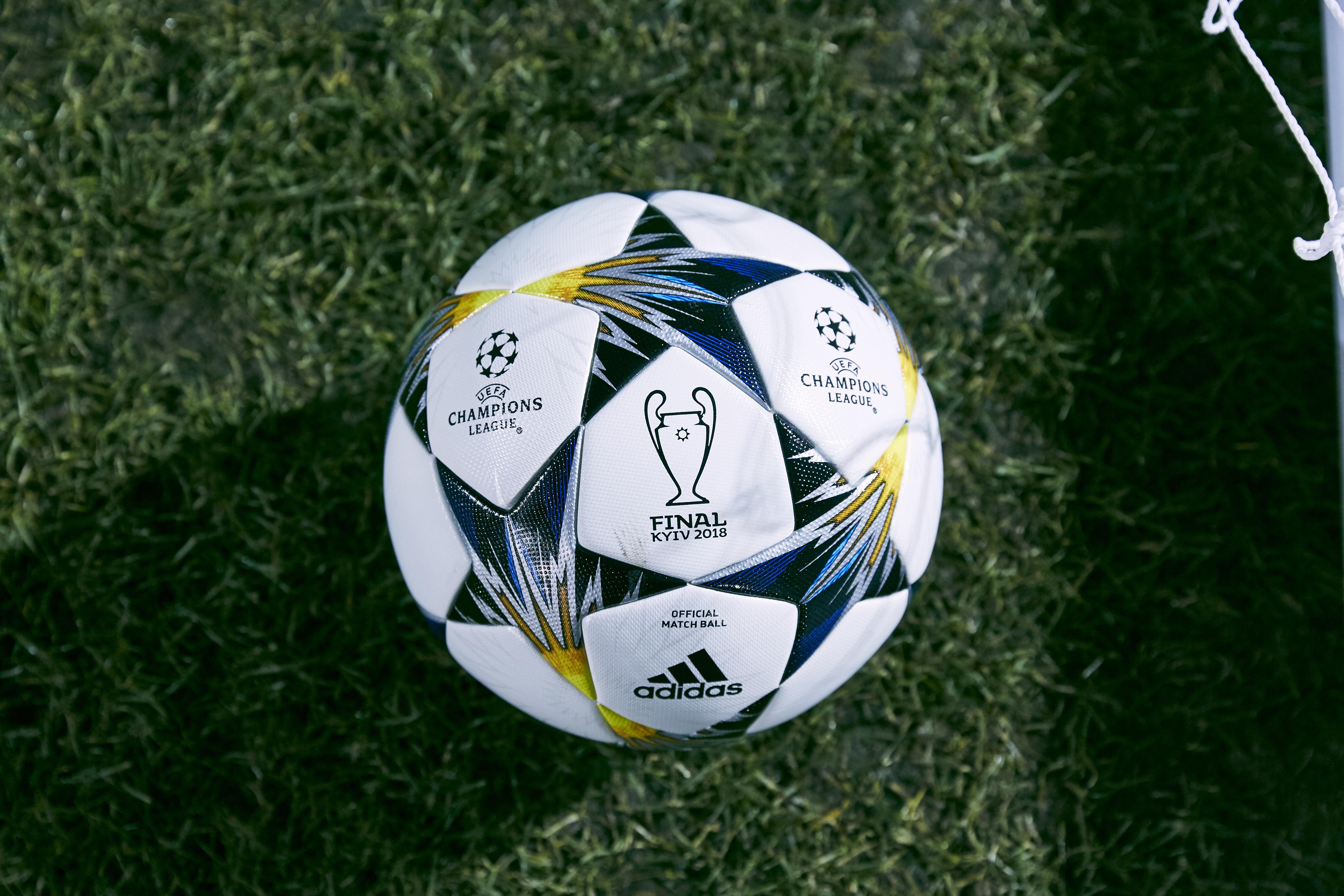 adidas dévoile le ballon officiel utilisé jusqu à la finale de l ... 46af6d4f0c1c0
