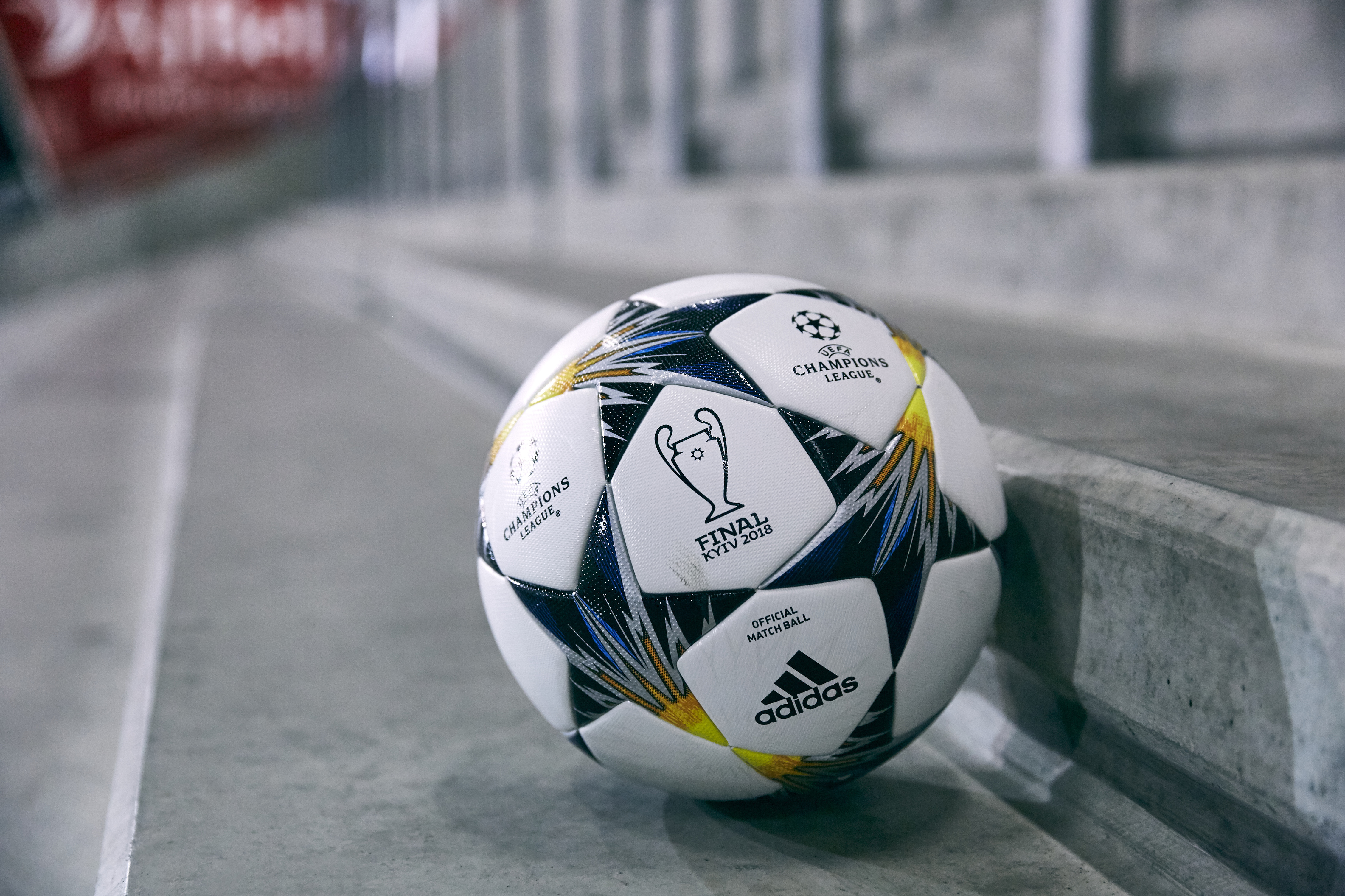 adidas dévoile le ballon officiel utilisé jusqu à la finale de l UEFA  Champions League - SportBuzzBusiness.fr d871bf78db4f9