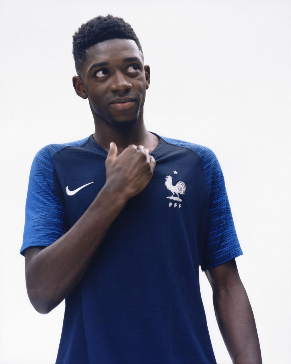 nike d voile les nouveaux maillots de l 39 equipe de france de football pour la coupe du monde 2018. Black Bedroom Furniture Sets. Home Design Ideas