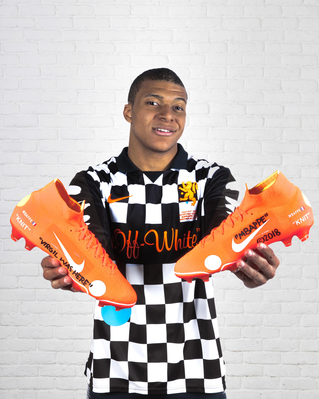 the best attitude e52df d7077 Kylian Mbappé portera une paire de crampons Nike conçue avec le créateur  Virgil Abloh pour la Finale de Coupe de la Ligue , SportBuzzBusiness.fr ...