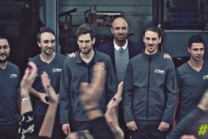 Siligom dévoile son second spot pub avec Christophe Dugarry (qui offre un clapping aux salariés de l'enseigne)