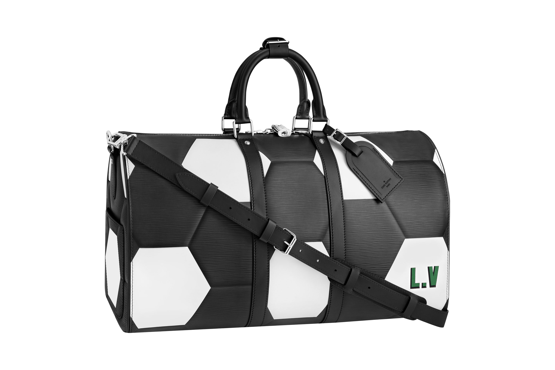 ... la marque et la Coupe du Monde de la FIFA 2018 et qui propose de  nombreux produits. Pour vous offrir le sac Louis Vuitton aperçu aux côtés  des Bleus, ... 6ccf210c07b