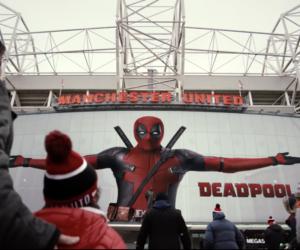 Old Trafford et Manchester United se mettent aux couleurs de Deadpool 2